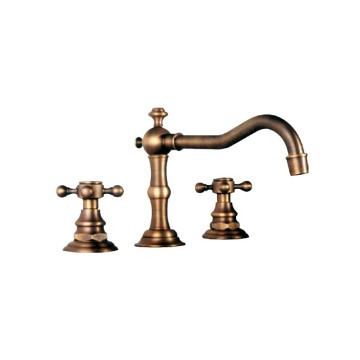 Classic Widespread Bathroom Sink Faucet - Polished Brass Finish ...